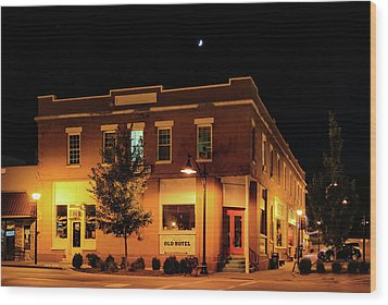 Old Hotel Moonlight Wood Print by Dale R Carlson