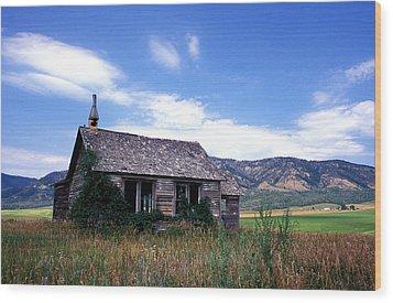 Old House In Idaho Wood Print by Kathy Yates