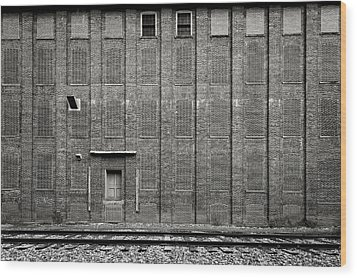 Wood Print featuring the photograph Old Ideal Cocoa And Chocolate Factory Building  -  Wilburfactoryblkwhi172947 by Frank J Benz