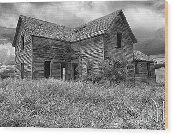 Old Montana Farmhouse Wood Print by Sandra Bronstein