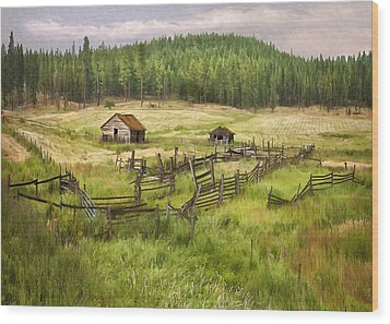 Old Montana Homestead Wood Print by Sharon Foster