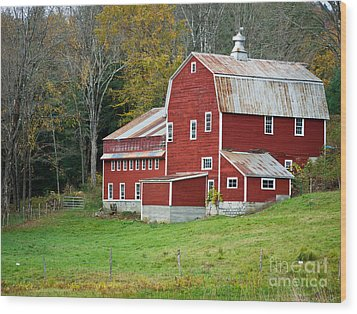 Old Red Vermont Barn Wood Print by Edward Fielding