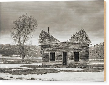 Old Rustic Log Cabin In The Snow Wood Print by Dustin K Ryan