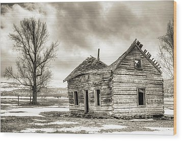 Old Rustic Log House In The Snow Wood Print by Dustin K Ryan