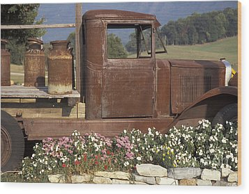 Old Truck In Tennessee Wood Print by Stan and Anne Foster