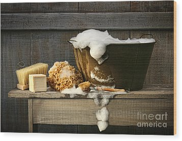Old Wash Tub With Soap On Bench Wood Print by Sandra Cunningham