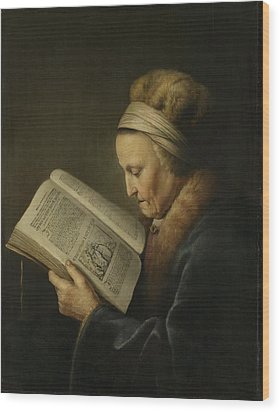 Old Woman Reading Wood Print by Gerard Dou