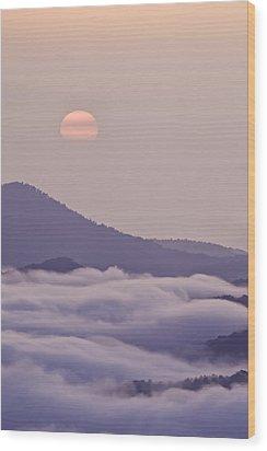 Oriental Blue Ridge Sunrise Wood Print by Rob Travis
