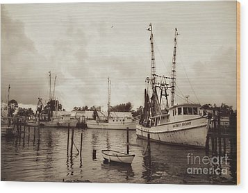 Wood Print featuring the photograph Oriental Harbor by Benanne Stiens