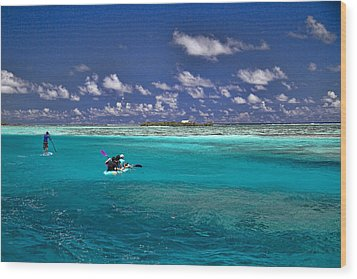 Paddling In Moorea Wood Print by David Smith