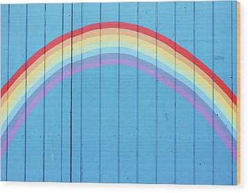 Painted Rainbow On Wooden Fence Wood Print by Richard Newstead