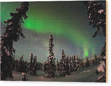 Painting The Sky With The Northern Lights Wood Print by Mike Berenson