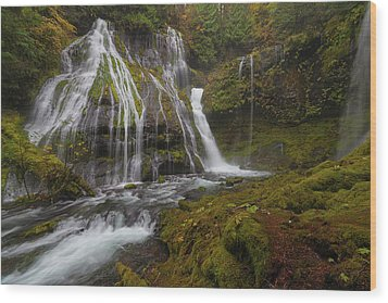 Panther Creek Falls In Autumn Wood Print by David Gn