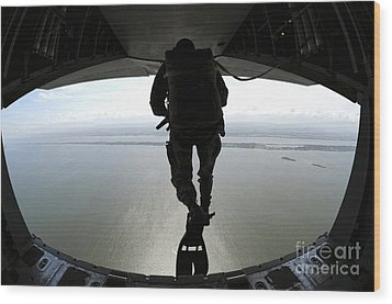 Pararescuemen Train On The Banana River Wood Print by Stocktrek Images