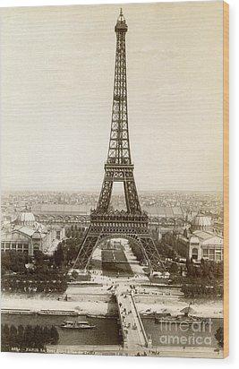 Paris: Eiffel Tower, 1900 Wood Print by Granger