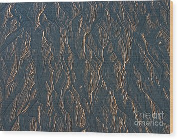 Patterns In The Sand Wood Print by David Bishop