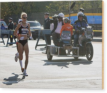 Paula Radcliffe 2007 Ing Nyc Marathon 2 Wood Print by Terry Cork