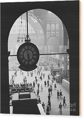 Penn Station Clock Wood Print