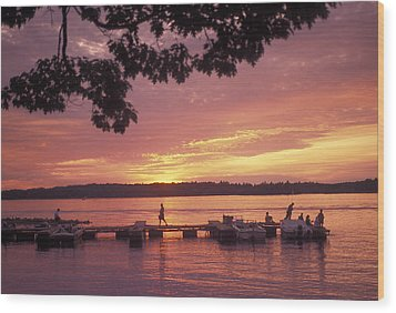 People At The Marina At Sunset Wood Print by Richard Nowitz