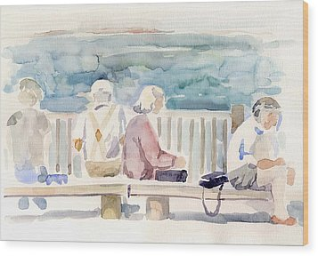 People On Benches Wood Print by Linda Berkowitz
