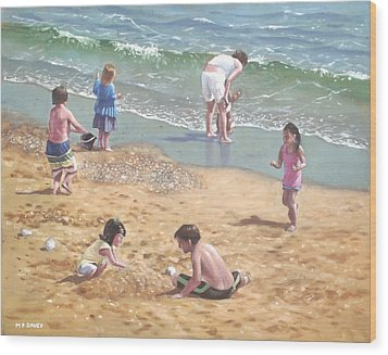people on Bournemouth beach kids in sand Wood Print by Martin Davey