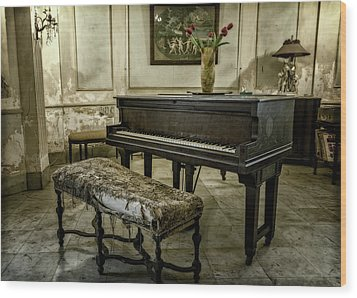 Wood Print featuring the photograph Piano At Josie's House by Joan Carroll
