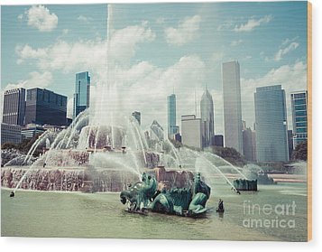 Picture Of Buckingham Fountain With Chicago Skyline Wood Print by Paul Velgos