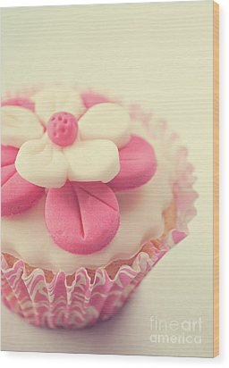 Wood Print featuring the photograph Pink Cupcake by Lyn Randle