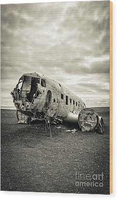 Wood Print featuring the photograph Plane Crash Iceland by Edward Fielding