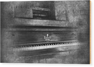 Play Me A Memory Wood Print by Peter Chilelli