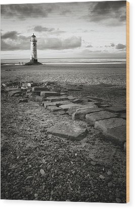 Point Of Ayre Lighthouse Wood Print by Jon Baxter