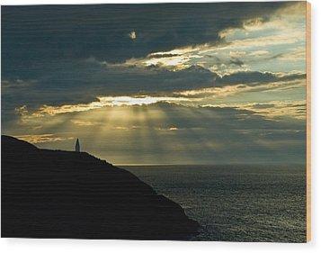 Porthgain Sunbeams Wood Print by Gareth Davies