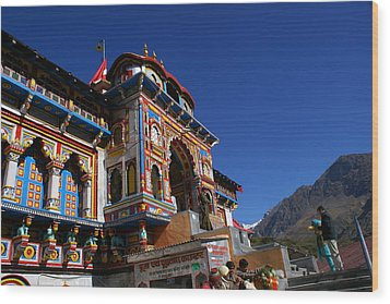 Wood Print featuring the photograph Prayers At Badrinath Temple by Padamvir Singh