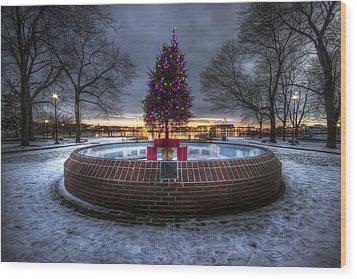 Prescott Park Christmas Tree Wood Print by Eric Gendron