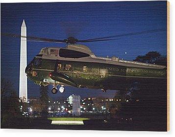 President Obama Reading As Marine One Wood Print by Everett