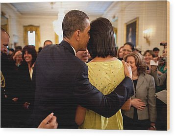 President Obama Whispers Into Michelles Wood Print by Everett