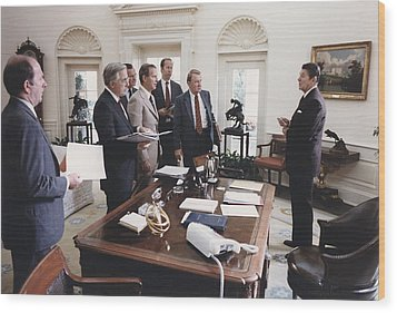 President Reagan And His White House Wood Print by Everett