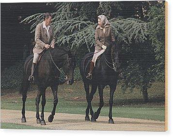 President Reagan And Queen Elizabeth II Wood Print by Everett
