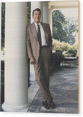 President Reagan On The White House Wood Print by Everett