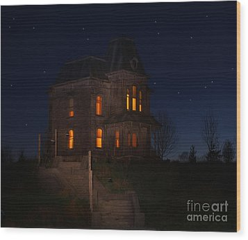Psycho House-bates Motel Wood Print by Jim  Hatch