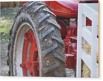 Pulling For The Farm Wood Print by Peter  McIntosh