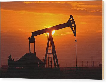 Pumping Oil Rig At Sunset Wood Print by Connie Cooper-Edwards