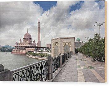 Putra Mosque Wood Print by David Gn