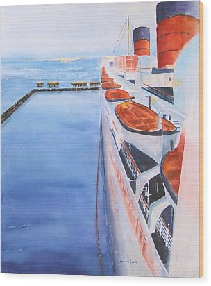 Queen Mary From The Bridge Wood Print by Debbie Lewis
