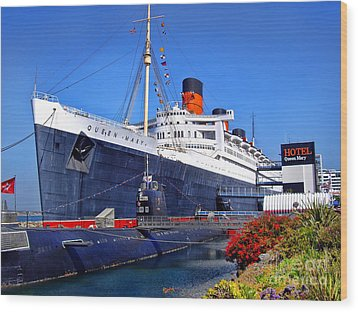 Queen Mary Ship Wood Print by Mariola Bitner