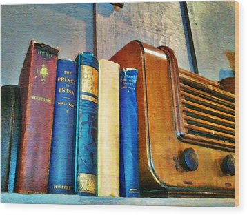 Wood Print featuring the photograph Radio by Robert Smith