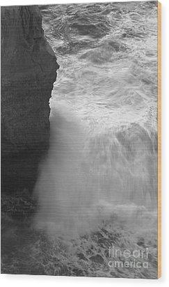 Raging Waves Wood Print by Hideaki Sakurai