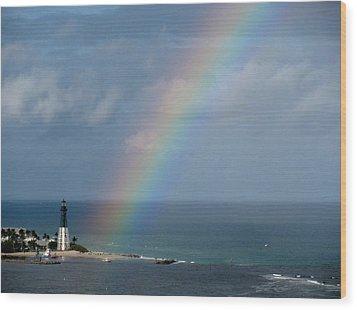 Rainbow At Lighthouse Wood Print