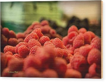 Raspberries At The Market Wood Print by Tom Buchanan