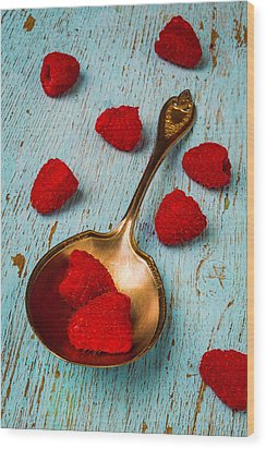 Raspberries With Antique Spoon Wood Print by Garry Gay